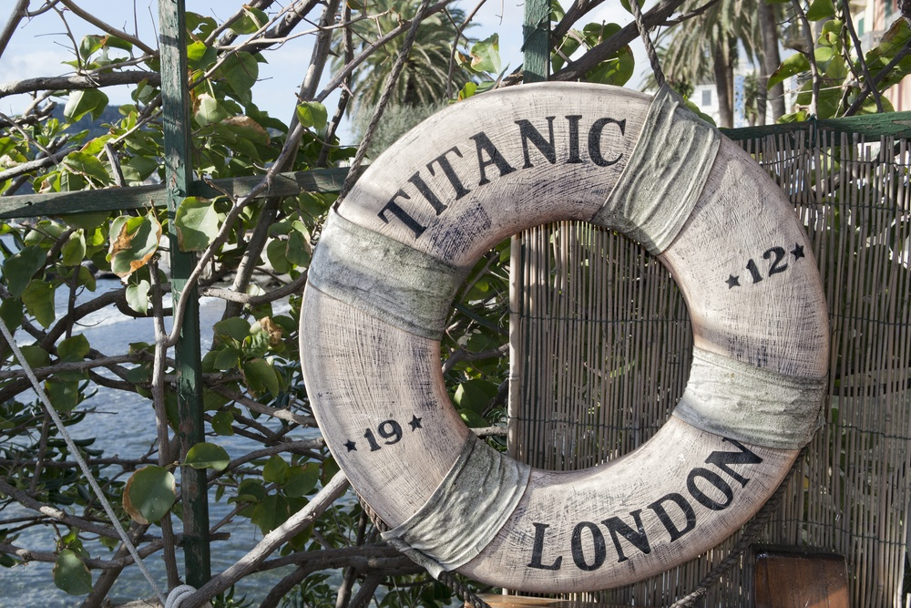 RMS titanic 1912 life buoy