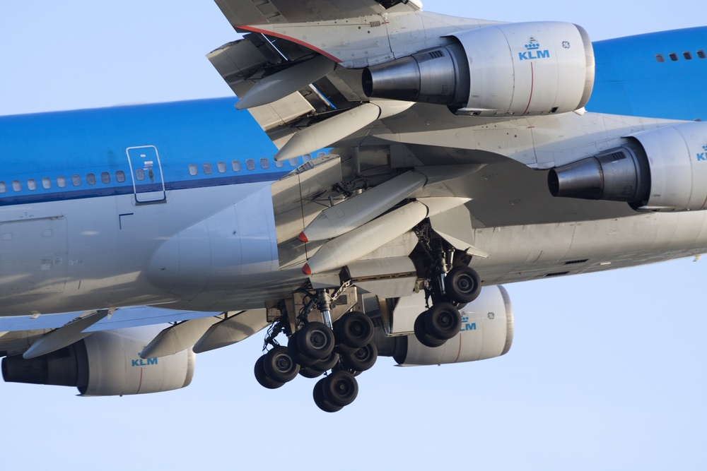 Boeing 747 Landing Gear deploying