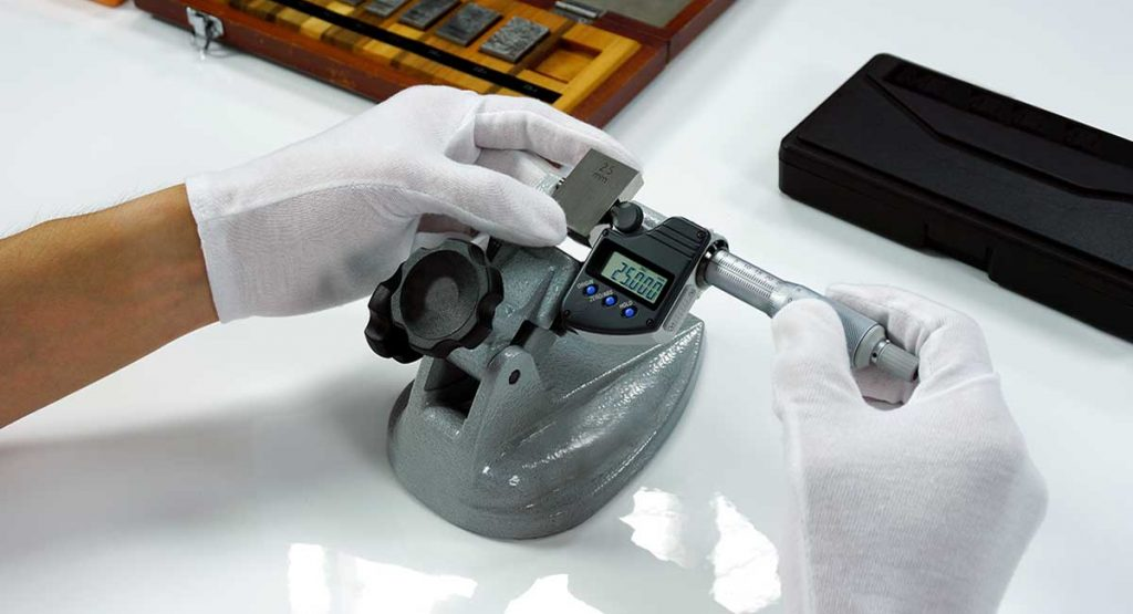 industrial metrology: Micrometer Calibration with gauge block in Calibration laboratory