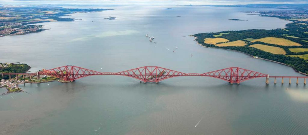 Cantilever bridge: Forth Bridge, Scotland