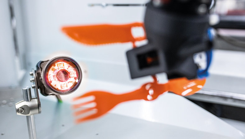 Automated visual inspection of the production of sustainable cutlery. Image: KUKA
