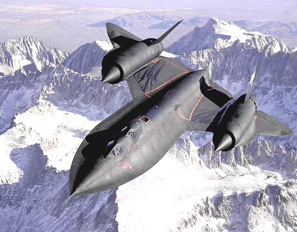 Tio 10 Aerospace companies: Lockheed SR-71 Blackbird flying above the mountains