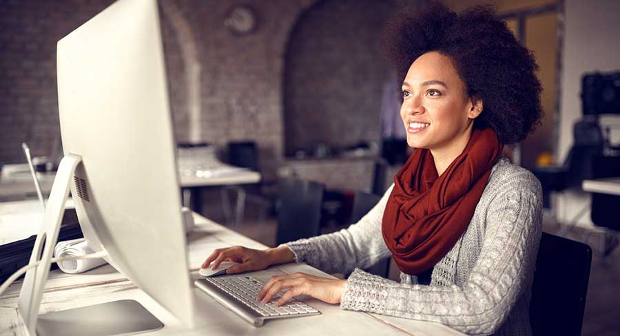 Autocad tutorial that is best for you: woman on computer